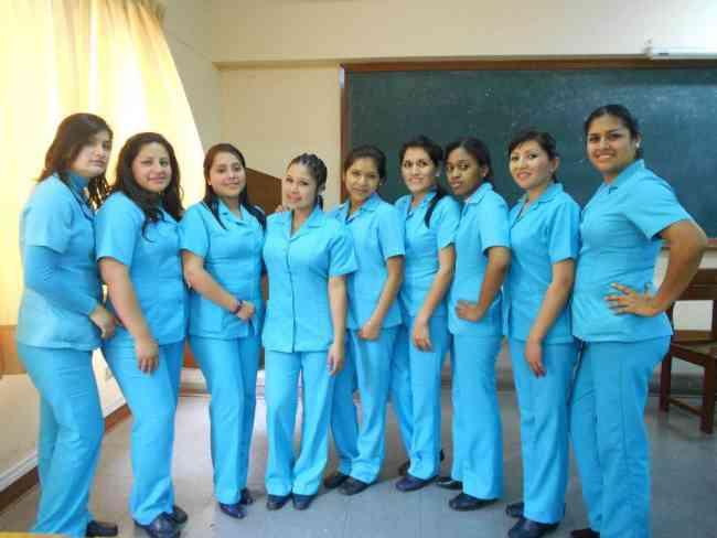 Enfermeras Geriatras-Cuidan Pacientes Con Plena Vocacion