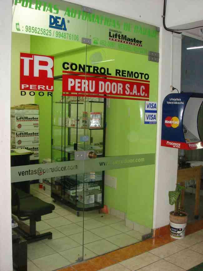 Puertas Levadizas Seccionales de garaje a control remoto PERU DOOR