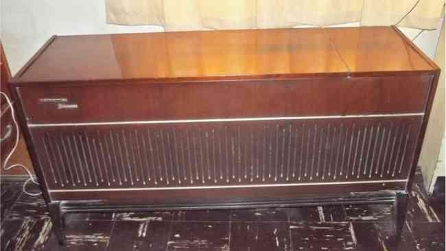 Radiola Philips Vintage Retro año 1973 en buen estado y funcionando