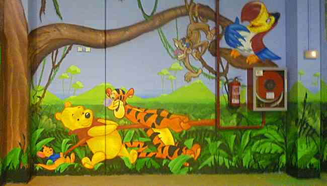Hacemos murales infantiles para colegios o habitaciones.