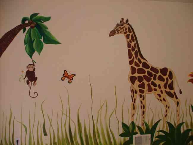 Decore  su casa con bellas pinturas hechas sobre su pared.