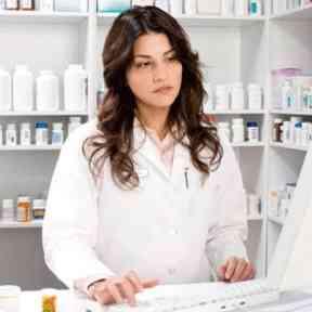 farmaceutico elabora poes actualizado