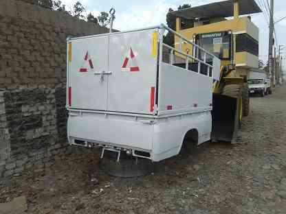 Tolva seminueva de camioneta Nissan Junior con barandas de tubos