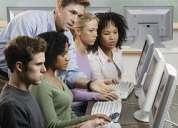 Capacito a postulantes y trabajadores en computacion