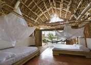 construcciones en bambu, restaurantes, recreos, hoteles, casas, bungalos