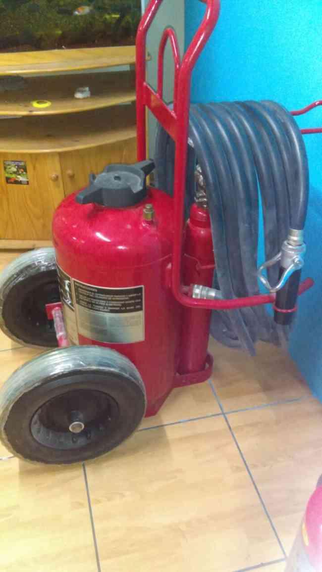 Extintores con Certificacicon UL -  Rodante con Botella Externa 320BC