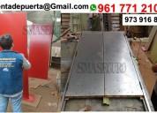 Puerta de metal con barras antipanicpo cierra puerta manija