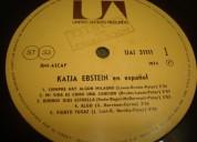 Coleccionista compra discos antiguos de vinilo longplays c. 977748273 john