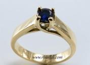 anillo de compromiso con circón suizo azul