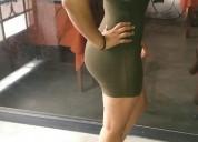 Bella señorita de curvas espectaculares
