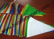 Venta de banderas de plástico coloridas para feria