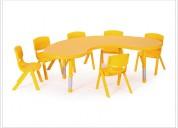 Mesa en forma de media luna para niños