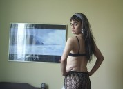 Chica travesti brinda masajes