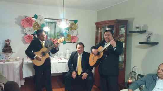 tuy reunion con musica criolla